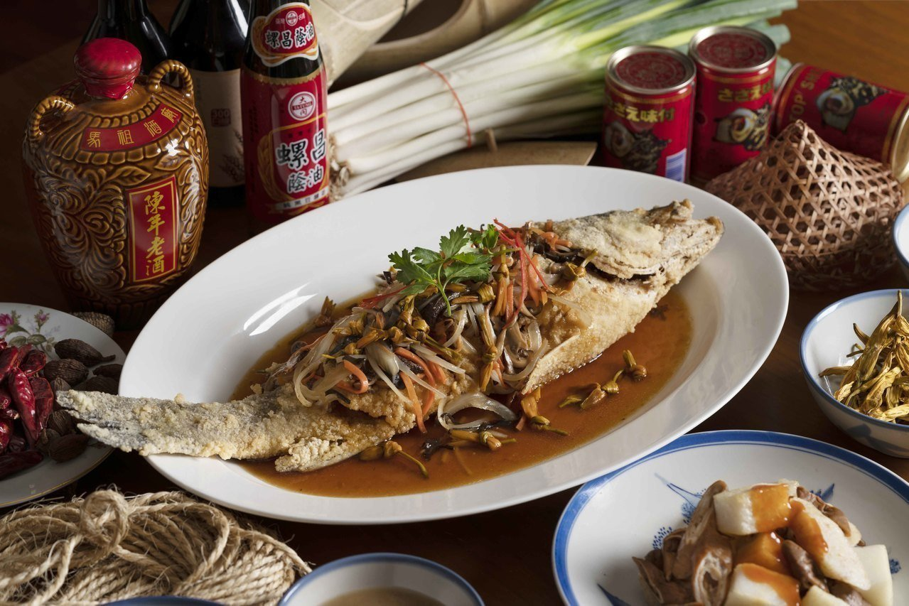 源自南部的經典料理鮮鱸五柳枝,新鮮鱸魚取代虱目魚,入鍋炸至外酥內嫩,酸甜帶辣味的...