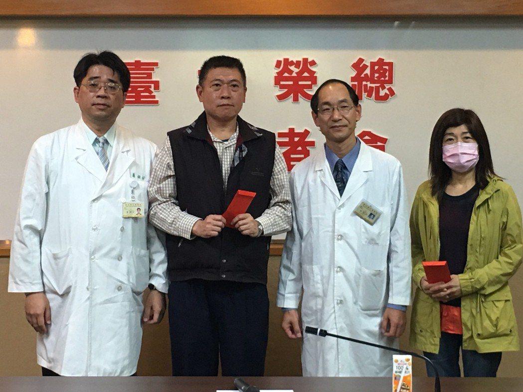 台北榮總利用「半相合造血幹細胞移植」,讓徐爸爸(左二)順利捐贈造血幹細胞給寶貝女...