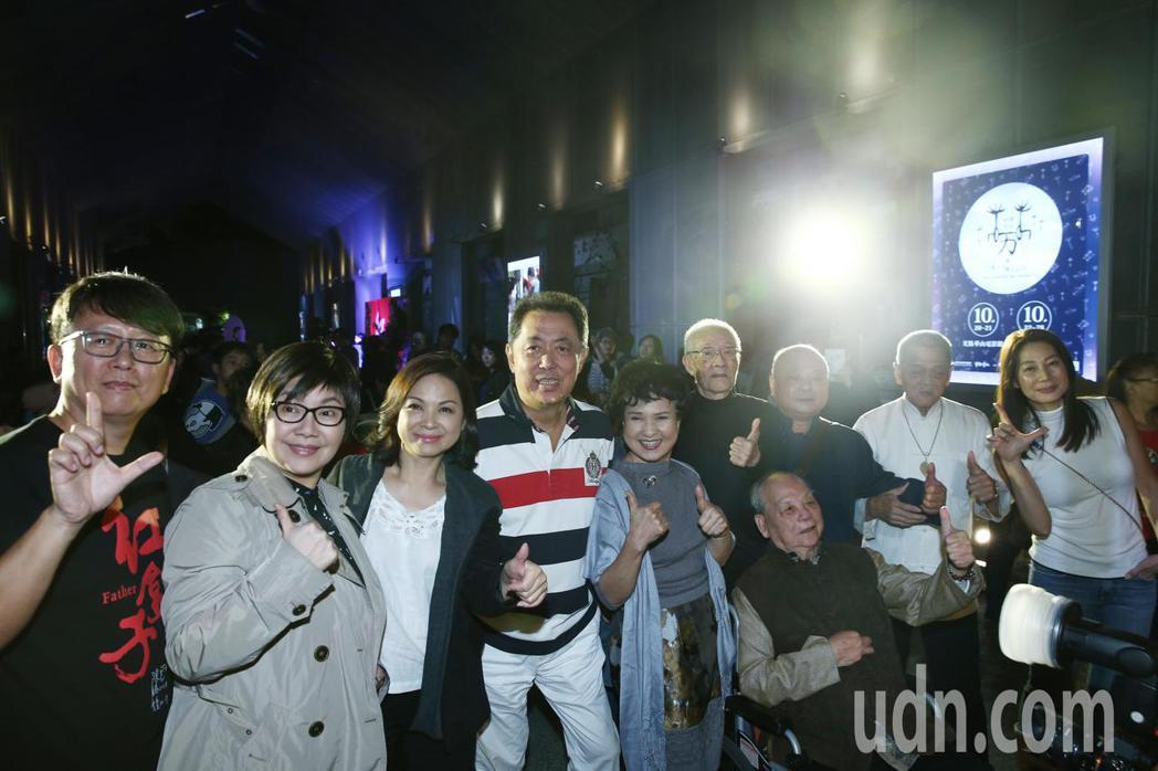 導演楊力州(左起)、歌仔戲巨星唐美雲、影后楊貴媚、電影導演朱延平、歌仔戲巨星王金