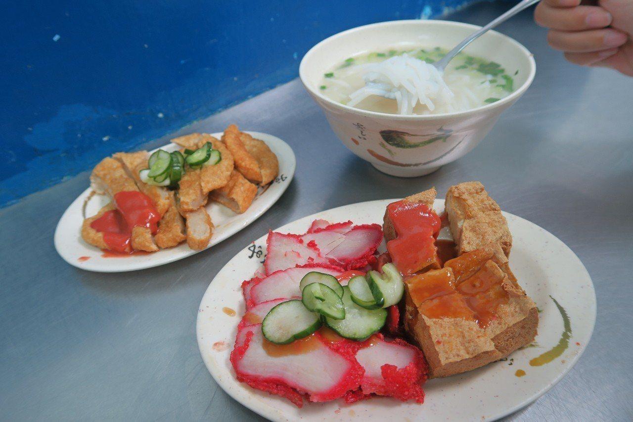 小菜選擇眾多的巷仔內四神湯。記者陳睿中/攝影
