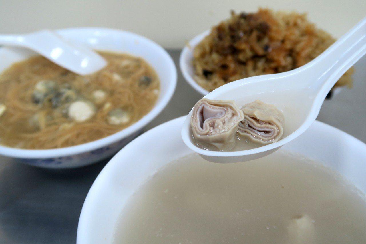 高記雙管四神湯,店內雙層的豬腸為最大特色。記者陳睿中/攝影