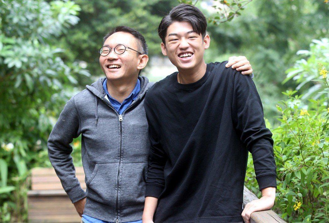 「幸福城市」導演何蔚庭(左)、入圍最佳新人謝章穎聯訪 。記者林俊良/攝影