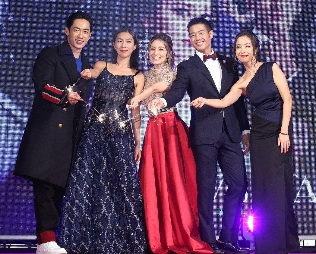 路斯明(左起)、林辰唏、梁心頤、榮忠豪與導演梁妍熙,出席電影「明日之星」首映。記