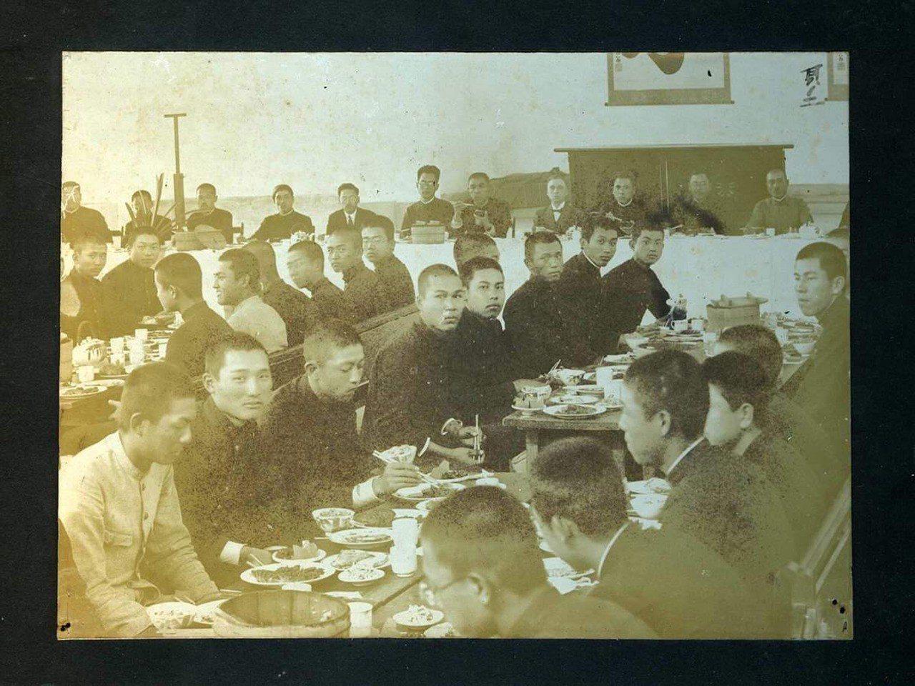 台南二中小禮堂走過百年,是許多校友青春歲月不可或缺的一塊。圖為1928年(昭和3...