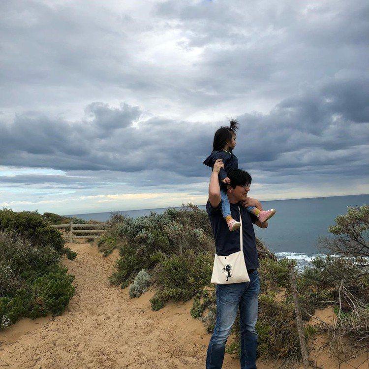 湯唯首次曝光老公與女兒的合照。圖/擷自instagram