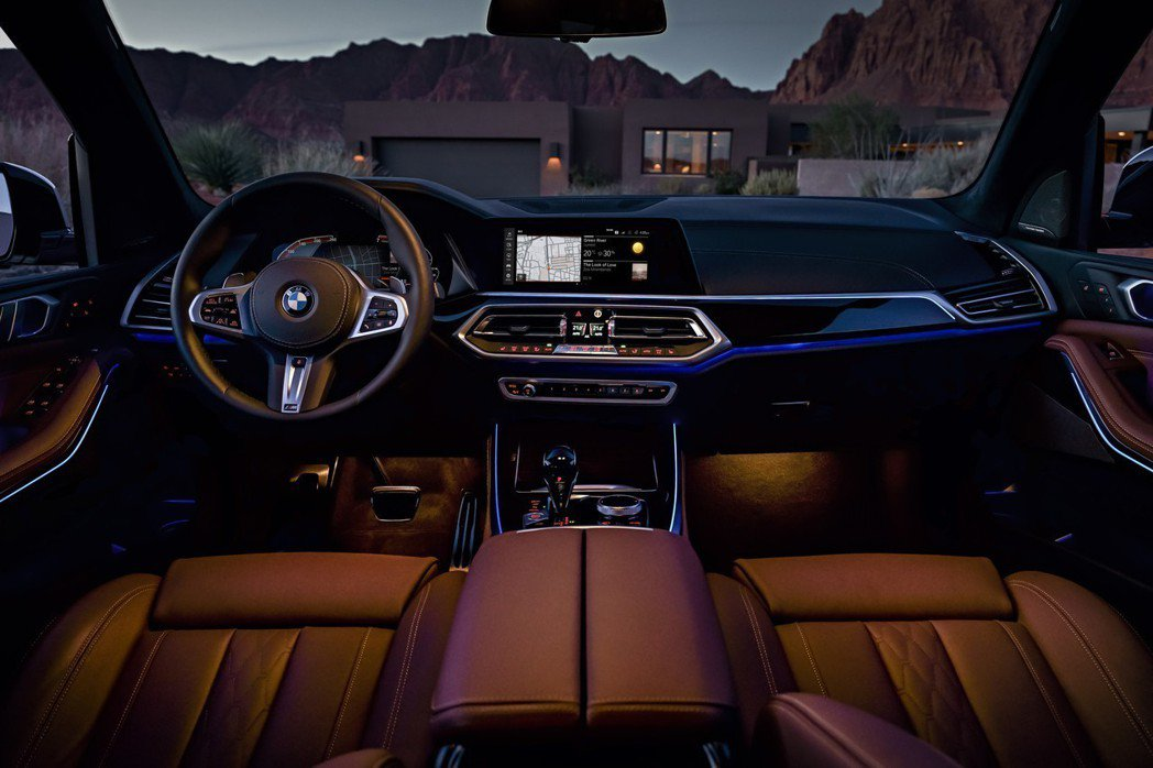 全新X5以虛擬數位座艙呈現豪華科技氛圍。 圖/汎德提供