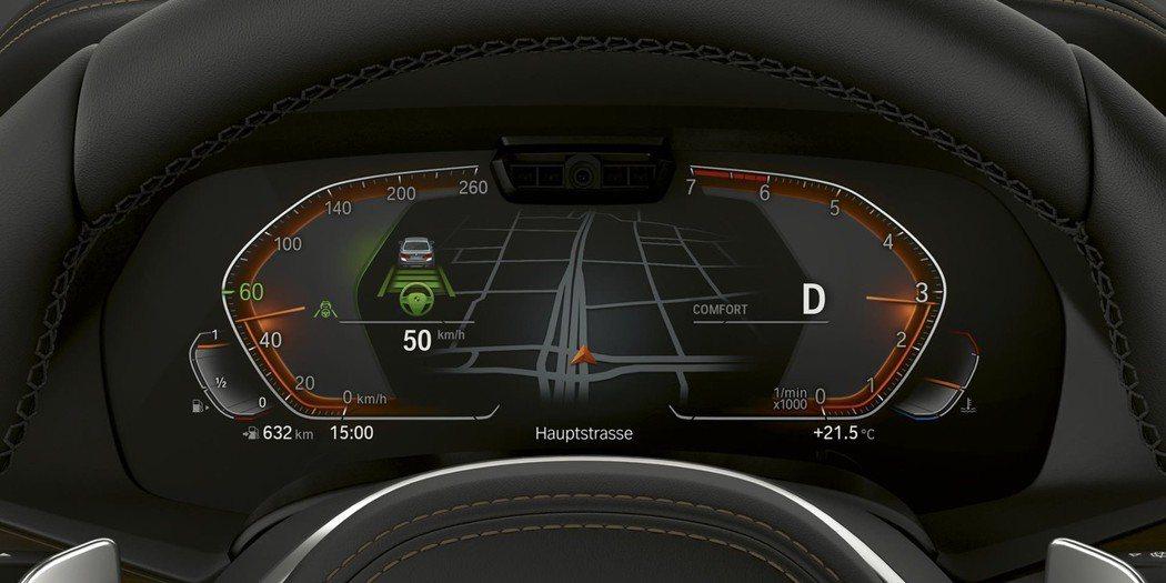 全新X5的全數位虛擬座艙整合了12.3吋數位儀表板與12.3吋中控觸控大螢幕,置身其中猶如乘坐時光機來到未來。 圖/汎德提供