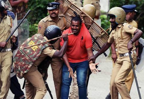 阻止女人來參拜?印度信徒守護「神廟禁女令」的廟口違憲暴動