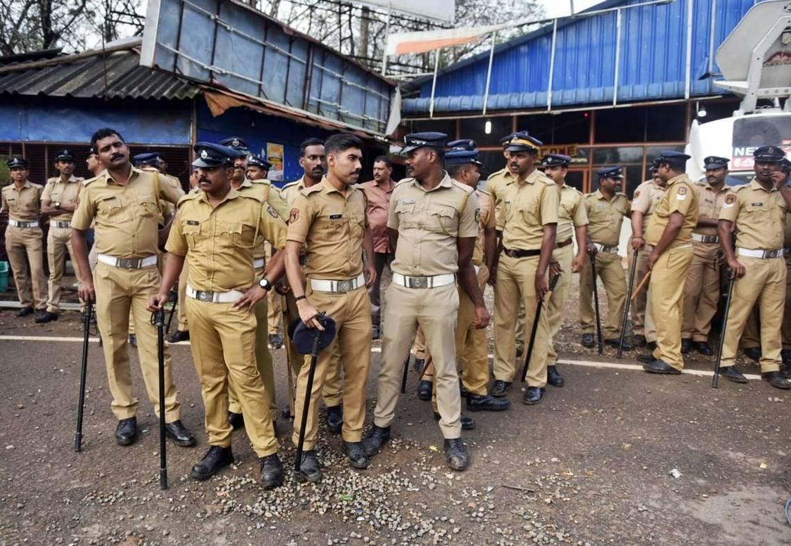 為防止衝突擴大,印度當局派遣將近1,000名警力至現場,《法新社》報導,警方也逮...