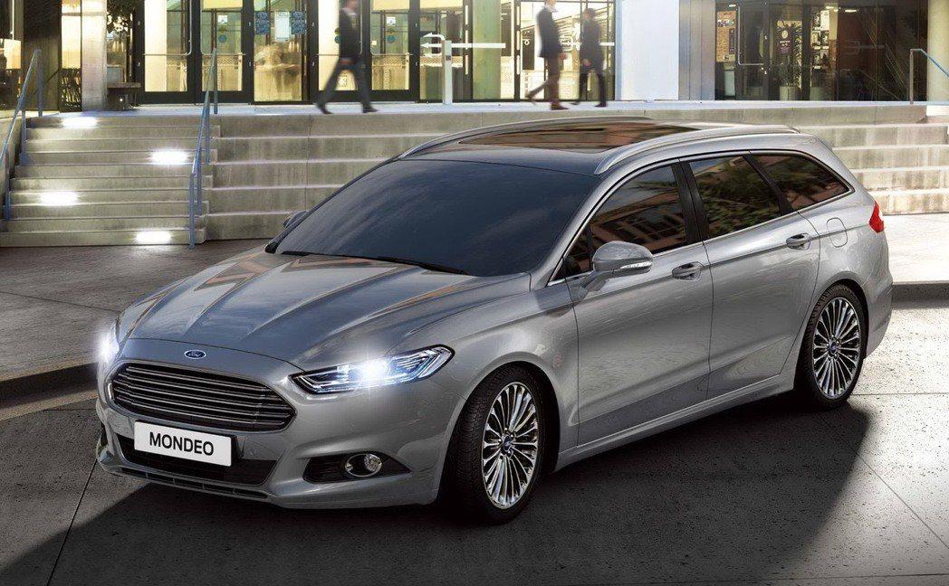 氣勢凌人的Ford Dynamic LED智慧頭燈,整合了AFS頭燈主動式轉向照...