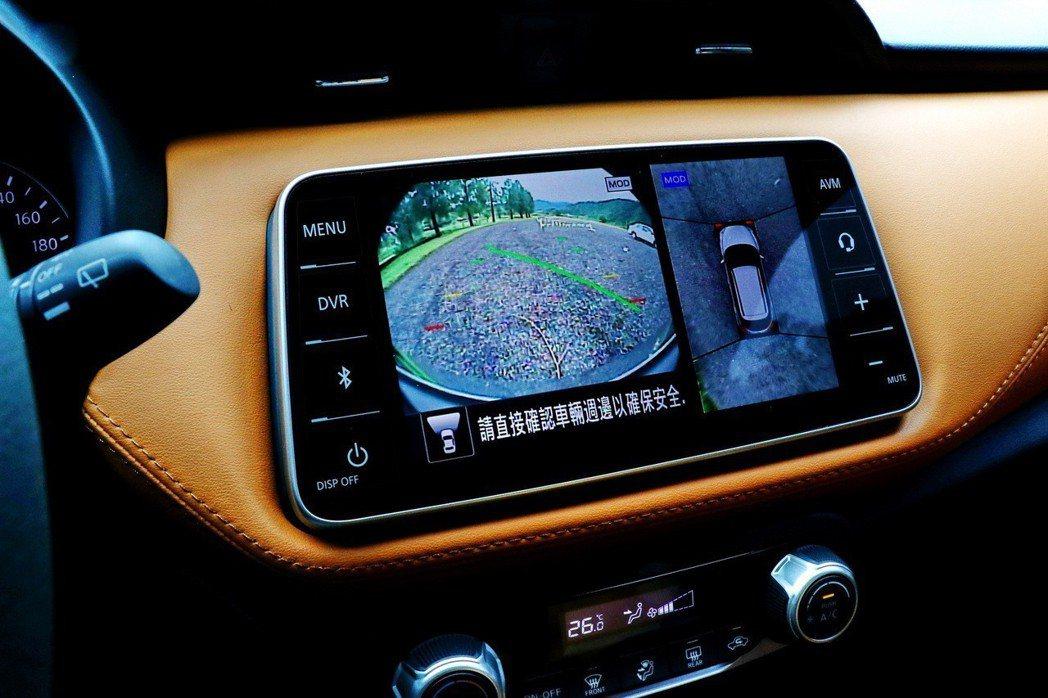 旗艦車型提供AVM環景顯影系統。 記者陳威任/攝影