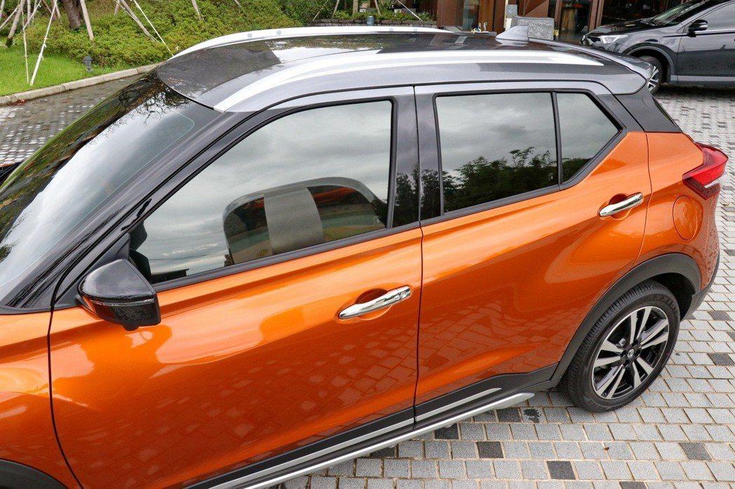 車頂及車身呈現雙色設計。 記者陳威任/攝影