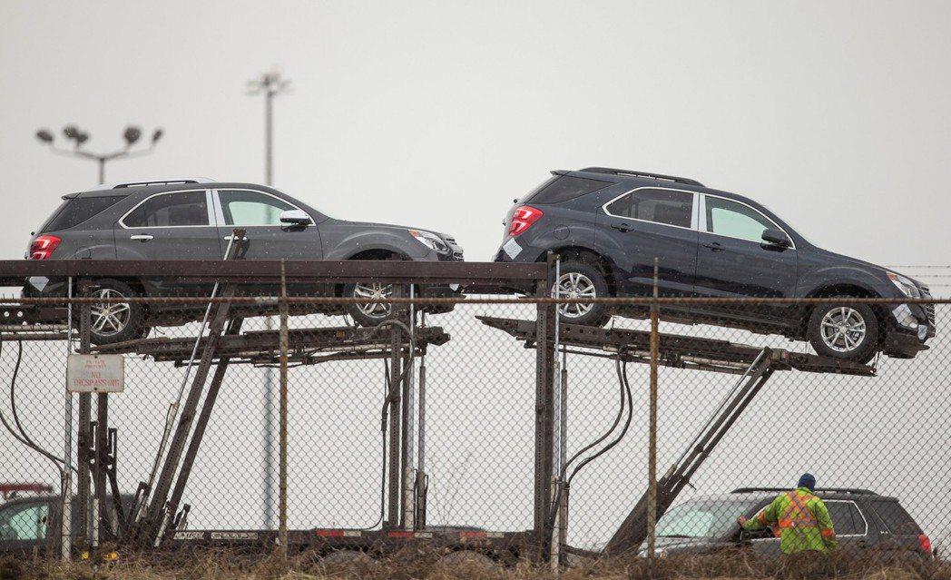 USMCA將原本NAFTA規定,需有62.5%的汽車材料來自北美三國,逐年增加到...