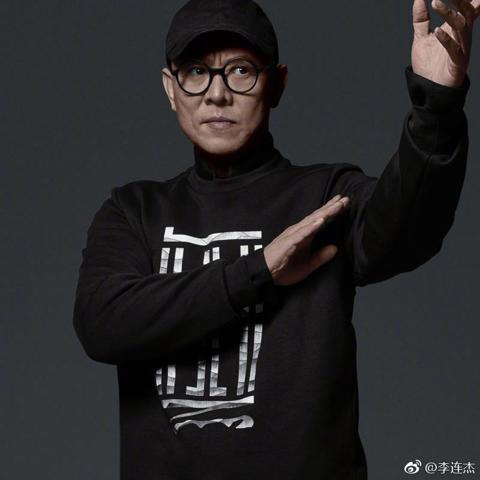 李連杰靠著一身真本事,成為華人影壇「功夫皇帝」,連好萊塢大片都對他感興趣,除了接演「致命武器4」外,製片喬西佛之後拍攝「駭客任務」系列的第2、3集,也力邀李連杰加入,並在片中大展身手,各方都非常期待...