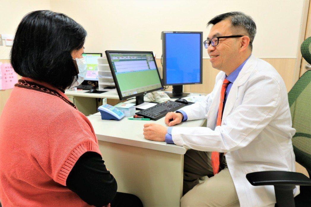 亞洲大學附屬醫院整形外科醫師鄭旭棠說,乳房重建手術可分為「立即乳房重建」與「二階...