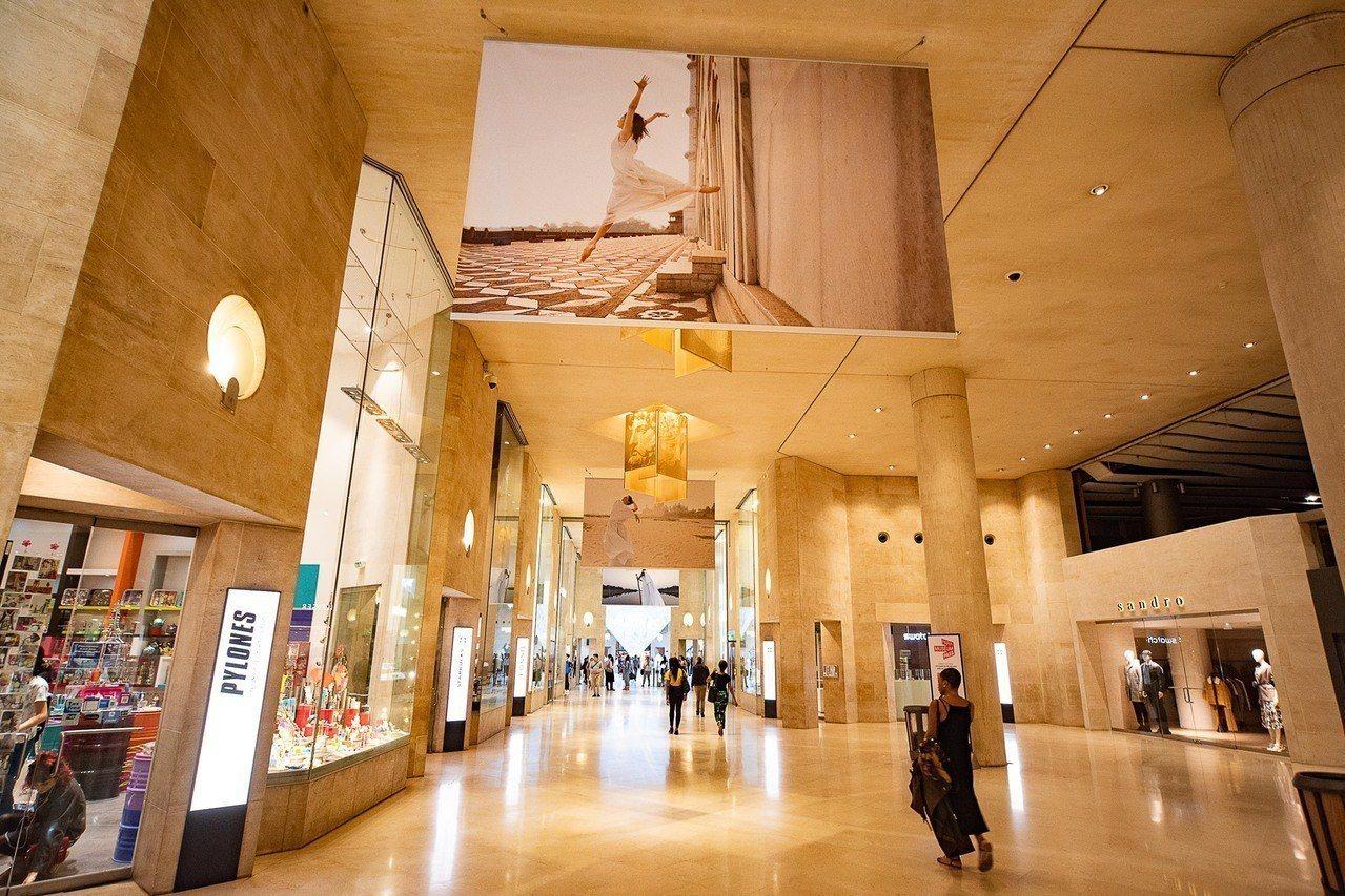 羅浮宮的地下商場有許多品牌店及餐廳。圖/擷自Carrousel du Louvr...