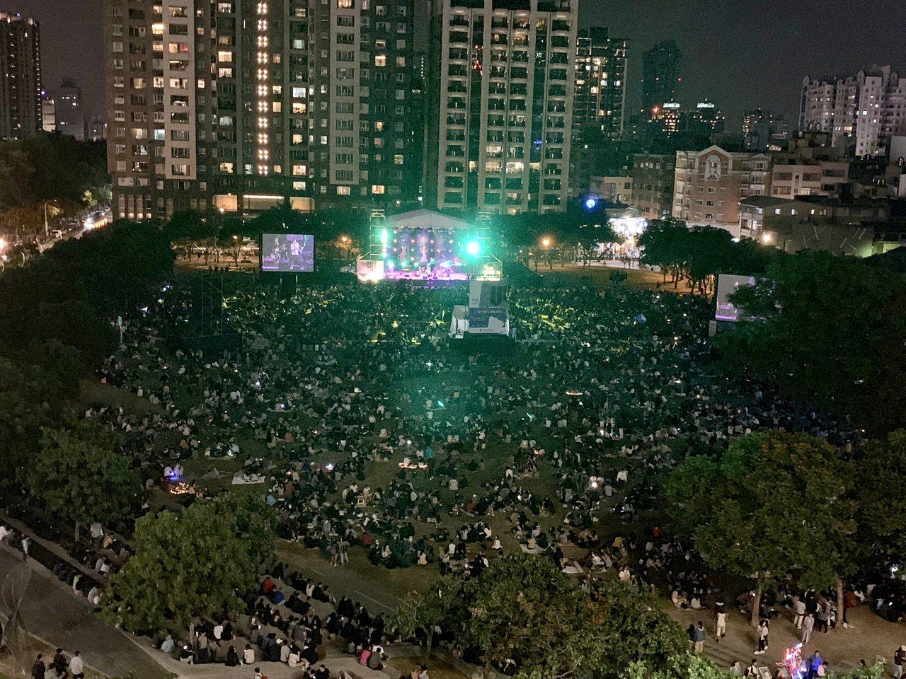 台中爵士音樂節今年邁入第16年,今年開幕當晚吸引16萬人次,為期9天的音樂節,已...