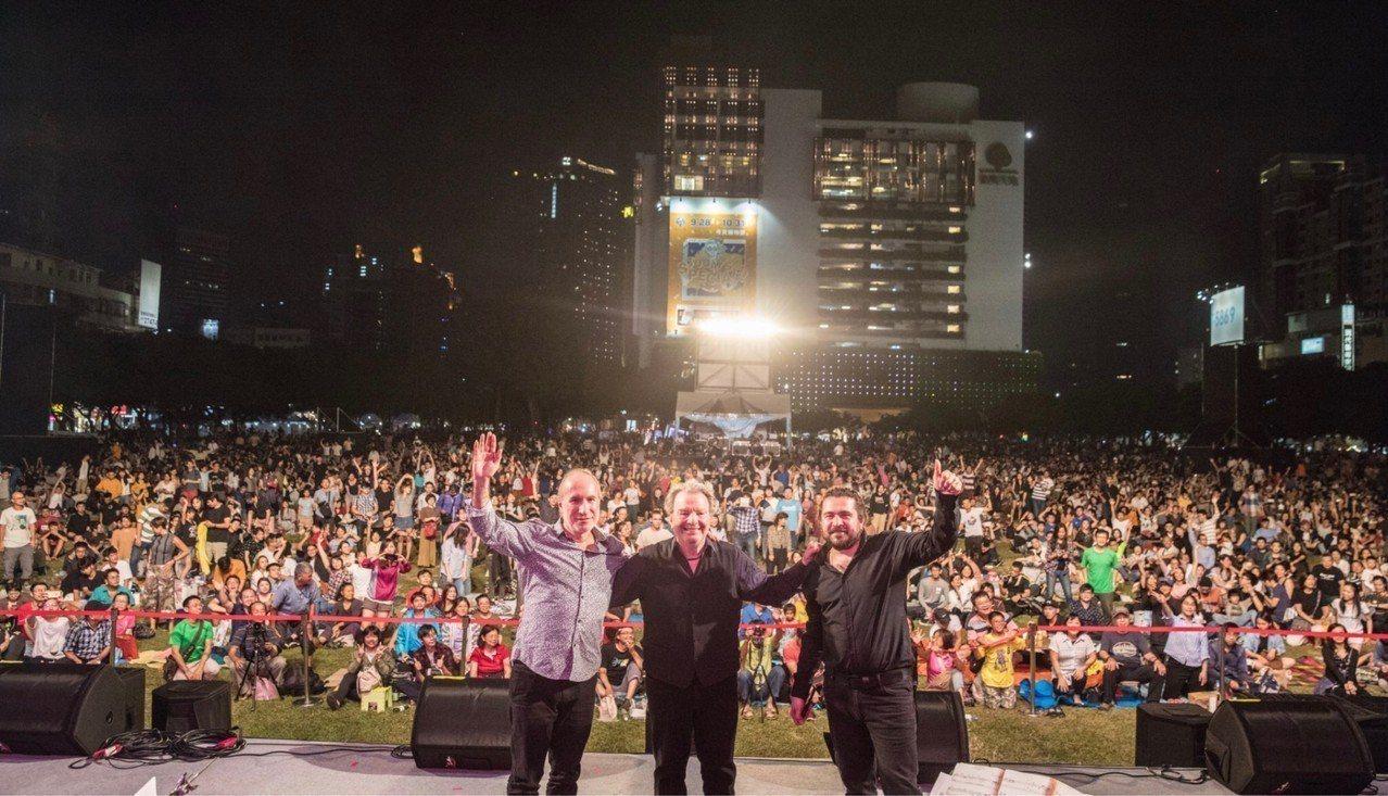台中爵士音樂節今年邁入第16年,參與人次逐年增加,今年開幕當晚吸引16萬人次,讓...
