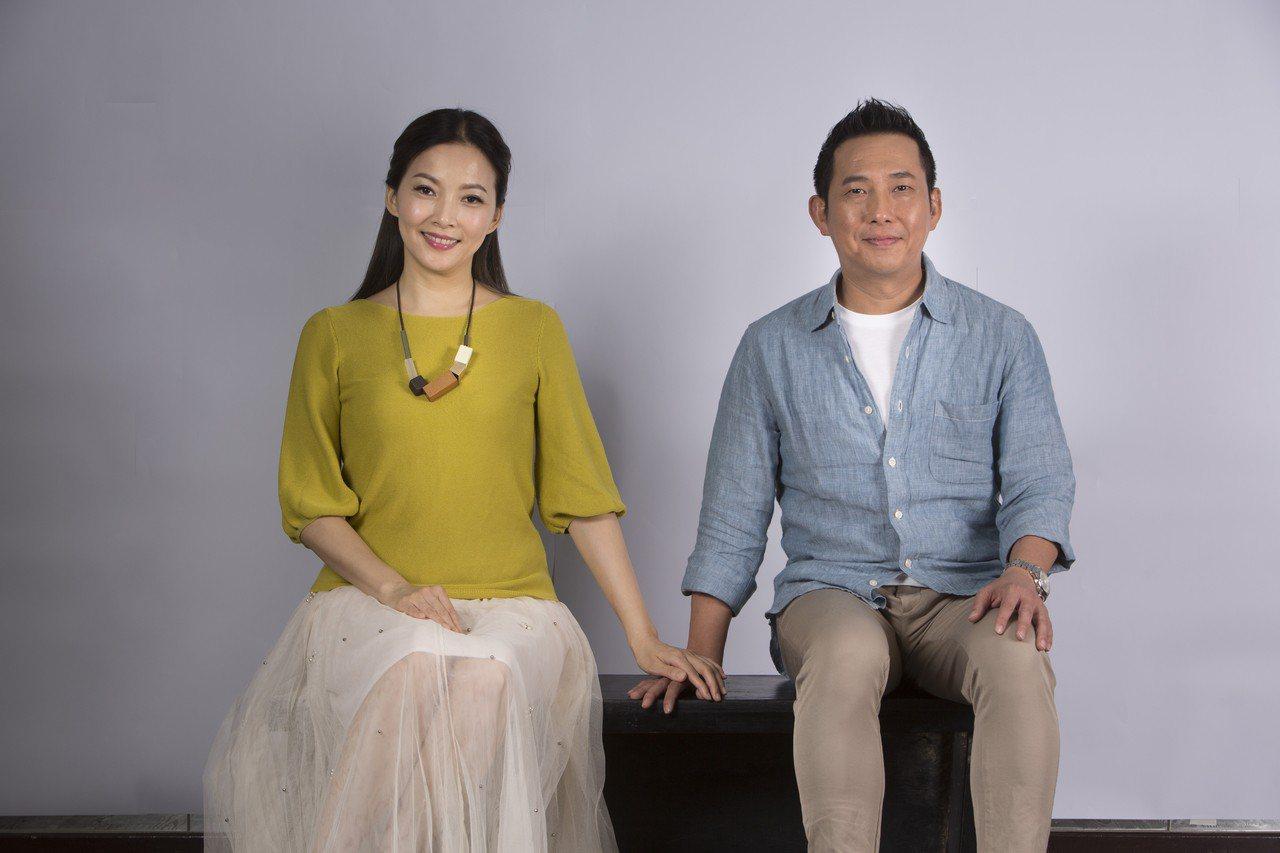 果陀劇場「悲憫次神的兒女」由屈中恆(左)、王曉書擔綱男女主角,在台中國家歌劇院首...