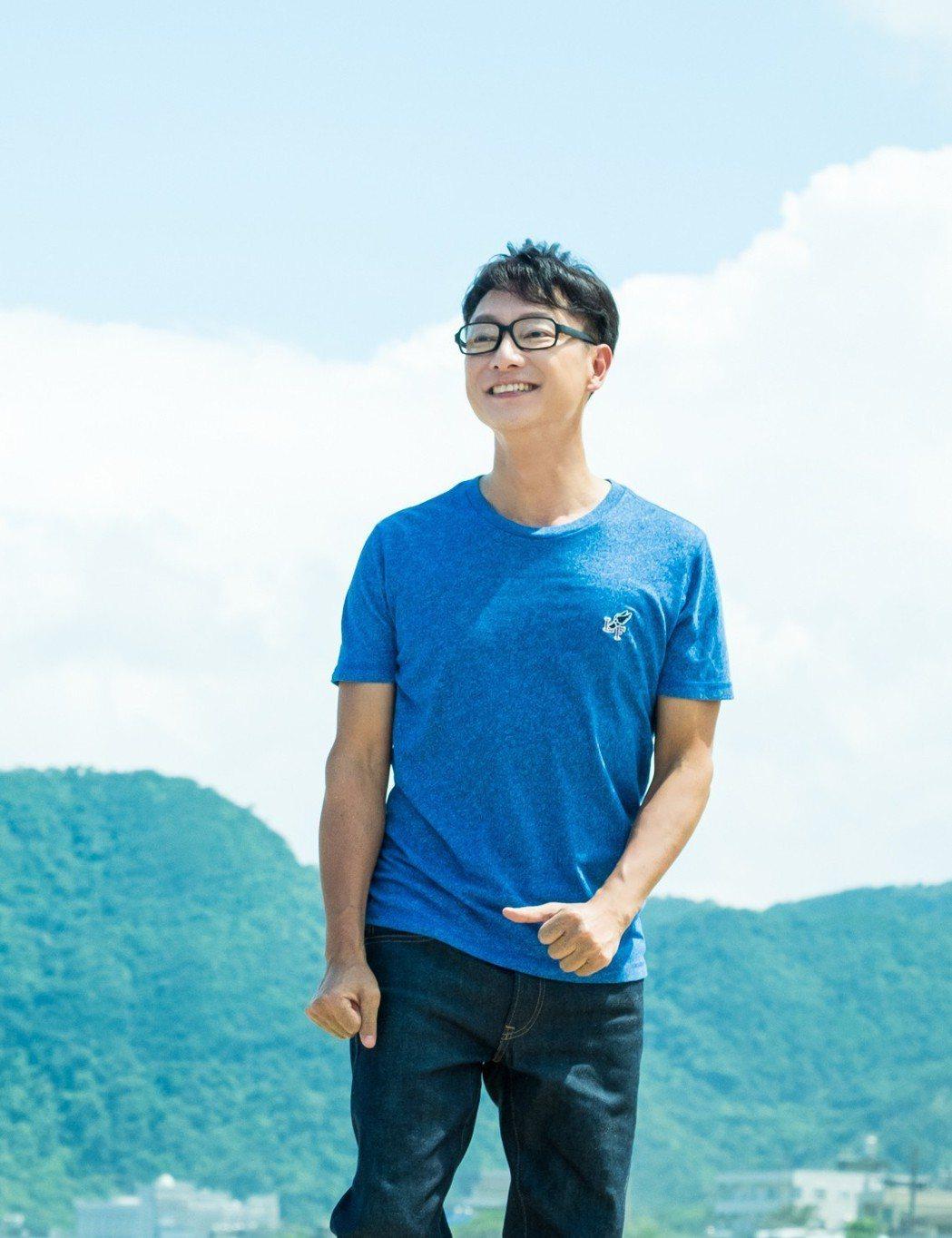 謝祖武劇中裝嫩演出青春期少年。圖/TVBS提供