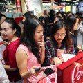 信義區周慶對決 新光三越美妝狂賣、微風限量包最燒