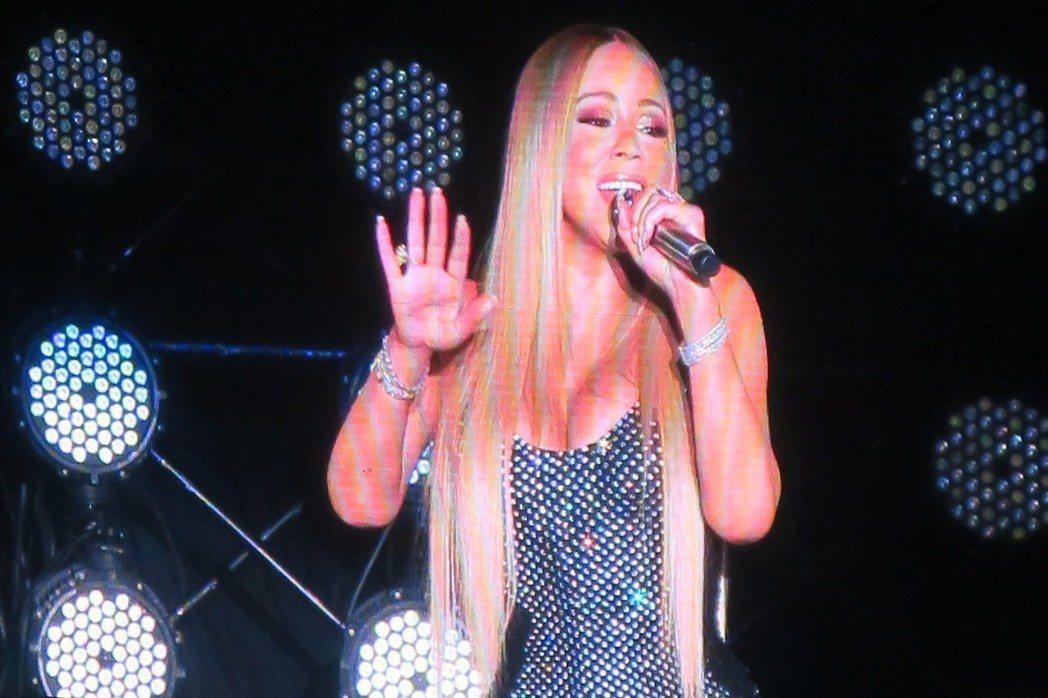 瑪麗亞凱莉的演唱會主打她的唱歌與「海豚音」。圖/讀者提供
