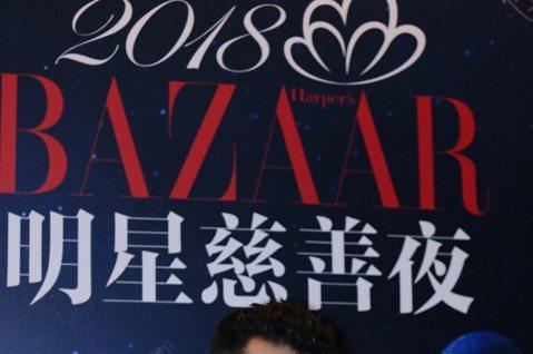 周湯豪雖和「中國新說唱」冠軍擦身而過,但人氣持續飆漲,上周應邀參與BAZAAR明星慈善夜,身著Christian Dior西裝獻唱「What you gon do」,他直呼很榮幸,也希望未來能為公益...