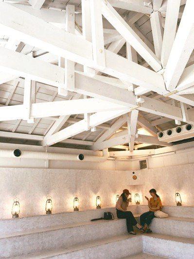 Walden Woods Kyoto是以劇場的概念設計的咖啡店。(圖/李清志提供...