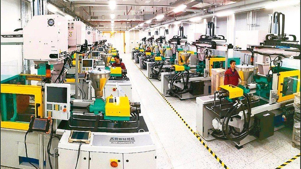 圖為正崴徐州廠手機和穿戴裝置生產線。 報系資料照