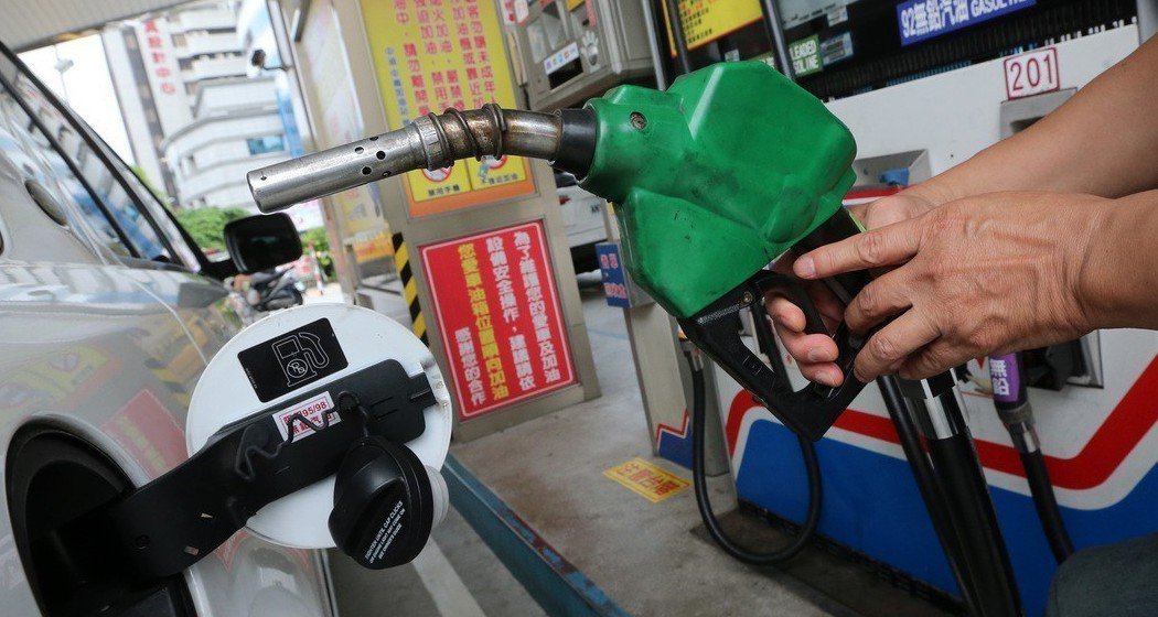 如果將長時間沒辦法開車時,務必要將油箱加到至少八分滿。 圖/聯合報系資料照片