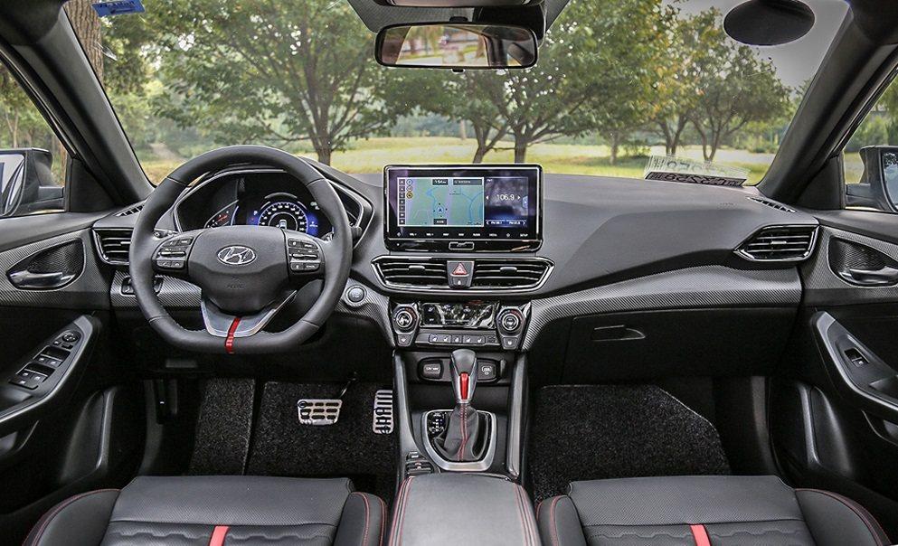 Hyundai Lafesta內裝。 摘自搜狐汽車