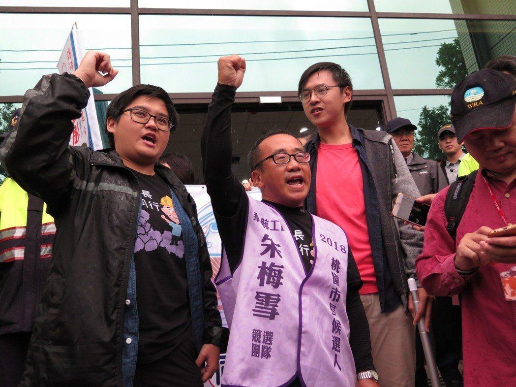 無黨籍朱梅雪(中)喊出工人參政,百年第一。記者張裕珍/攝影