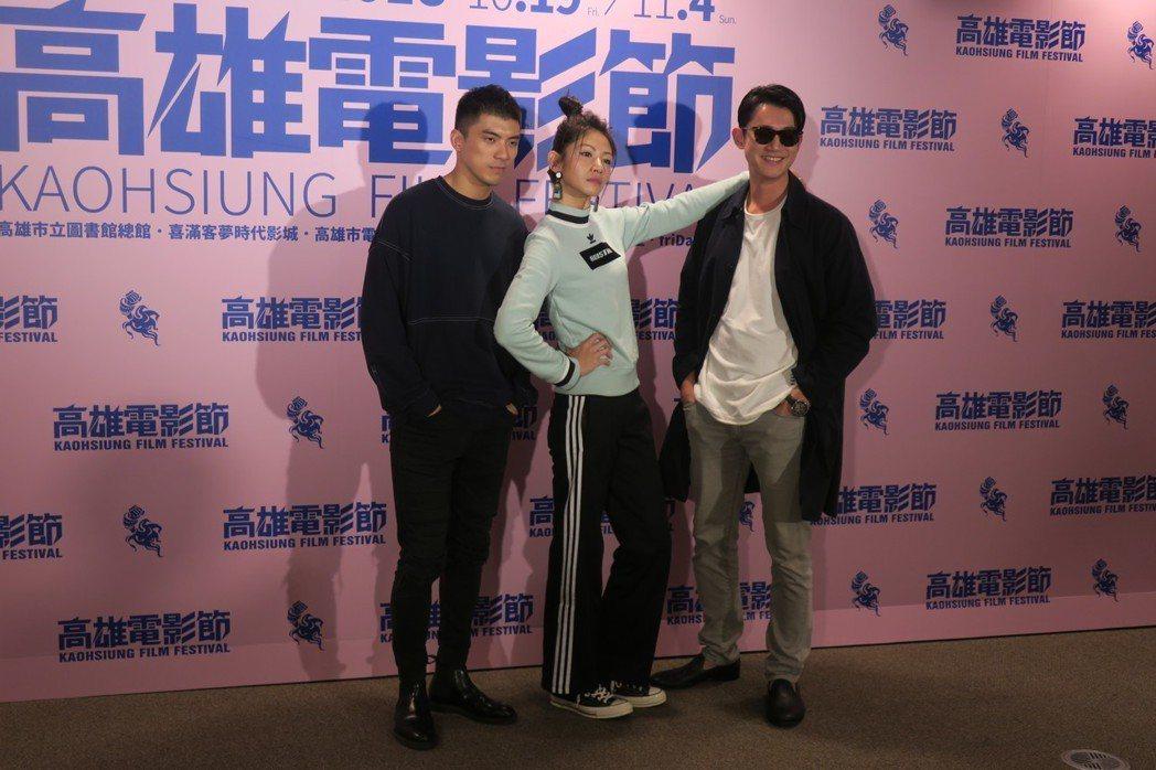 林哲熹(左起)、李千娜、吳慷仁帶著新片「狂徒」出席高雄電影節活動。記者蘇詠智/攝