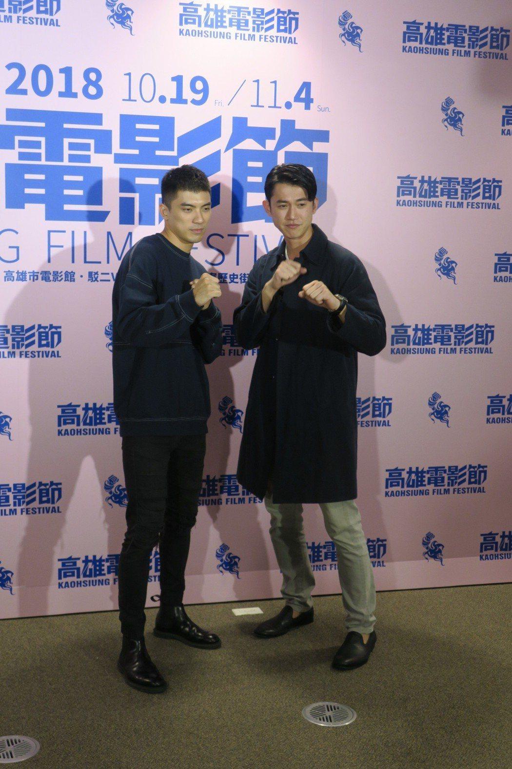 林哲熹(左)與吳慷仁在「狂徒」有不少打戲,現場擺出姿勢有模有樣。記者蘇詠智/攝影