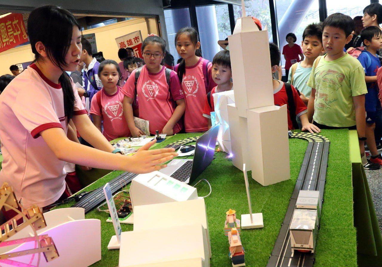 高市中小學科學園遊會闢「亞洲新灣區科學主題館」