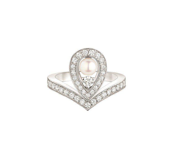 Joséphine Aigrette 18K白金珍珠戒指,23萬6000元。圖...
