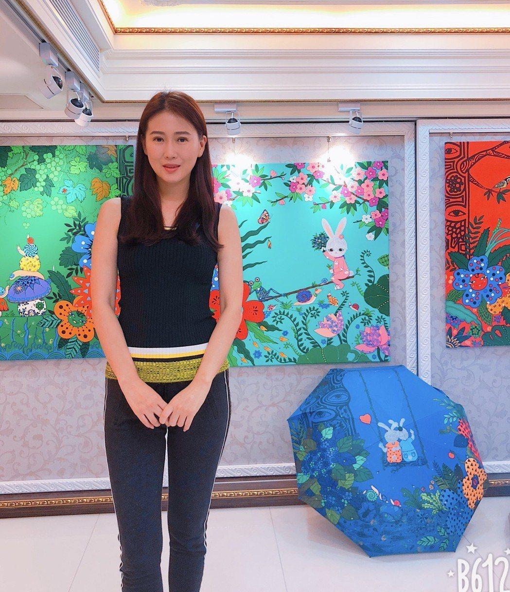 米凱利的畫作受邀到英國倫敦藝術博覽會展出  圖/米凱莉提供