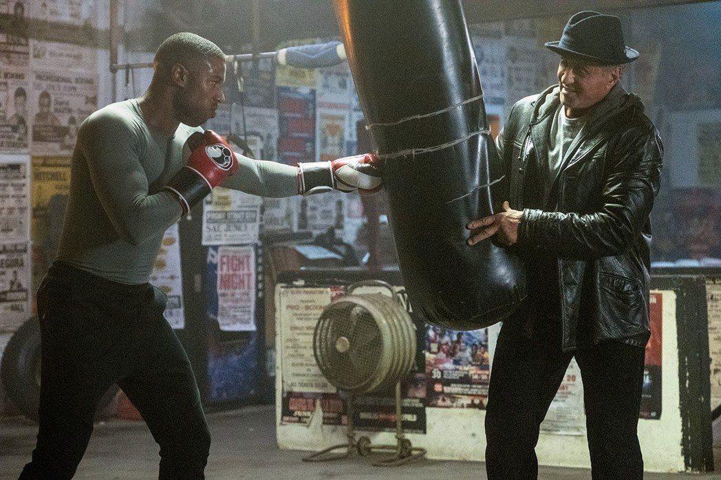 席維斯史特龍(右)與麥可B喬丹(左)再度合作電影「金牌拳手:父仇」。圖/華納兄弟...