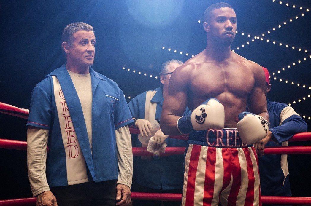 席維斯史特龍(左)與麥可B喬丹(右)再度合作電影「金牌拳手:父仇」。圖/華納兄弟