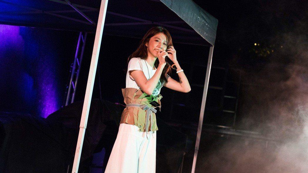 邵雨薇首次以歌手身份進行校園演唱,心情超緊張。圖/寬宏藝術提供
