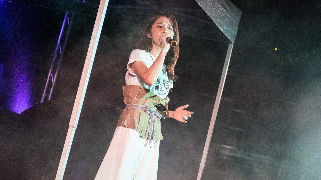 邵雨薇首次以歌手身份進行校園演唱。圖/寬宏藝術提供