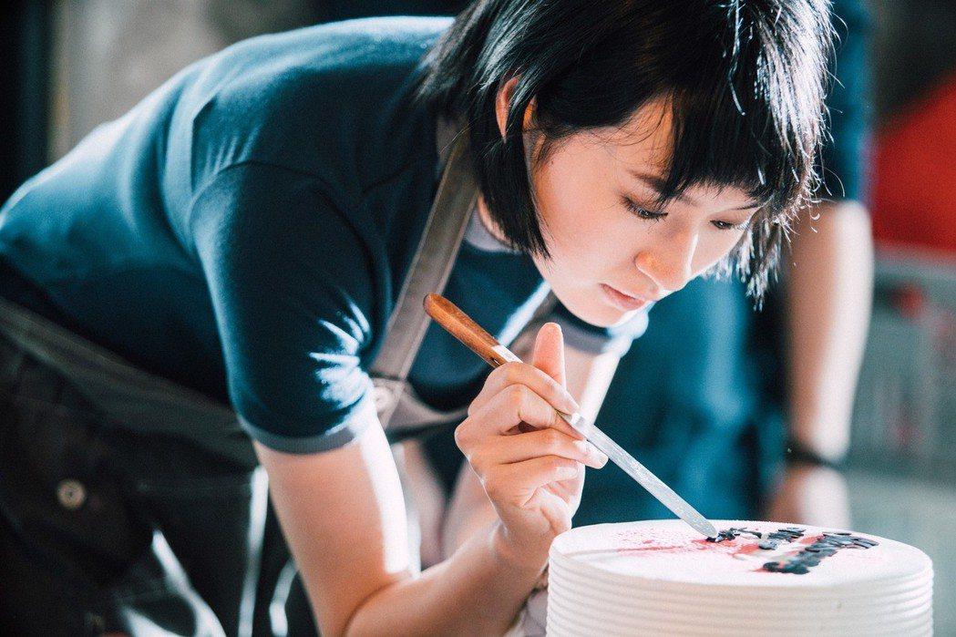 葉慈毓在「20之後」戲中是個愛做甜點的女孩。圖/公視提供