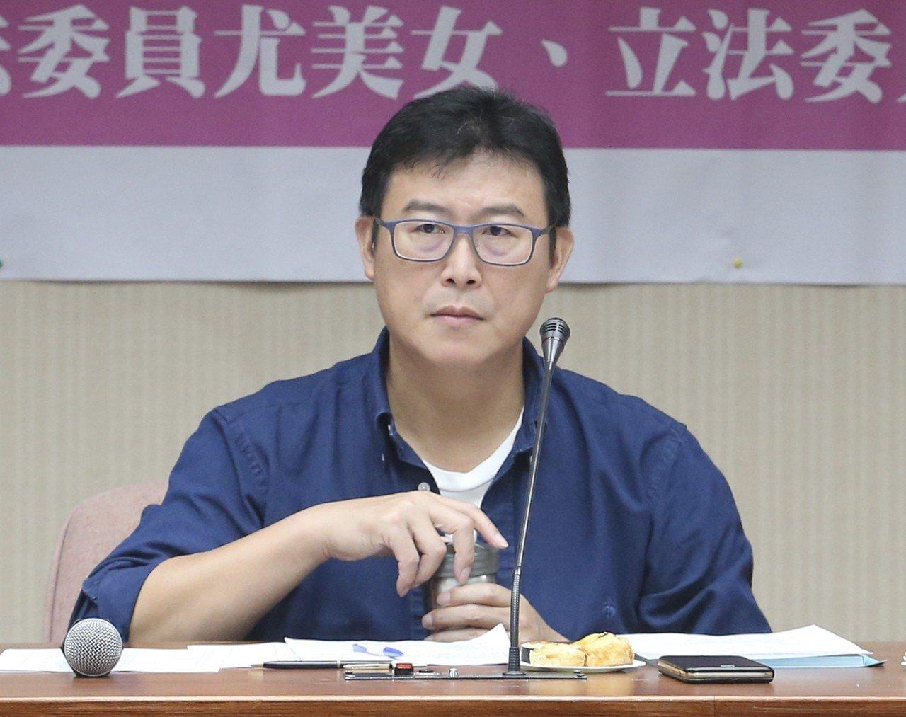 民進黨台北市長參選人姚文智昨天到立法院,與婦女團體座談。 聯合報系記者許正宏/攝...