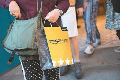 以網路書店起家的亞馬遜(Amazon),20多年來以電子商務破壞實體零售業的牆腳...