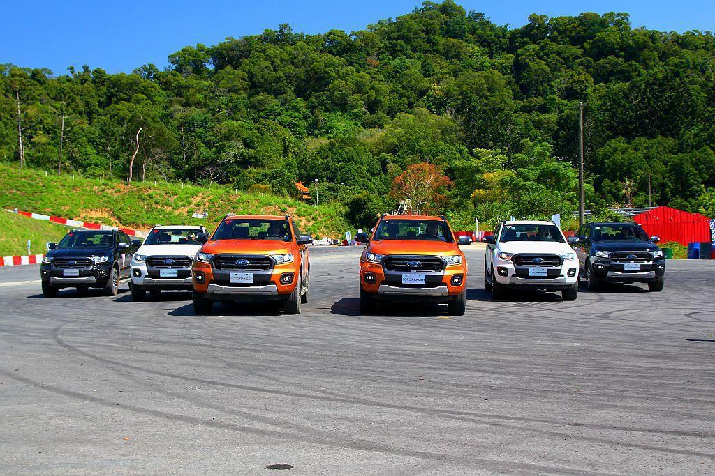 小改款Ford Ranger其實加強許多On Road適應性,讓皮卡車不再只限制在特殊狀況下使用,也正是福特六和定義在「運動皮卡」的目的。 記者張振群/攝影