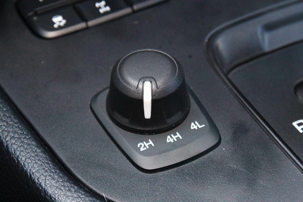可調式電子式加力箱,能在一般路面或越野路況時提供不同的傳輸輔助。 記者張振群/攝影