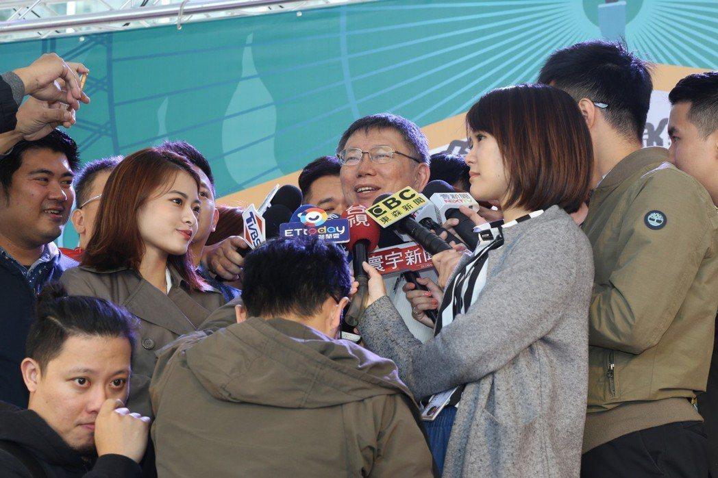 台北市長柯文哲昨受訪時說,「靠爸說」並不是指台灣那個政治人物,而是指台灣普遍現象...