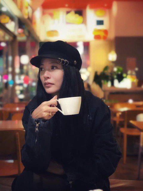 高宇蓁在三立台八「金家好媳婦」中是女主角之一,但最近劇情寫到她昏迷不醒,消失劇組,高宇蓁受訪時道出真相,是她硬著頭皮向劇組提出。據「蘋果日報」報導,高宇蓁為了自家面膜品牌,在巴黎參展,特別向劇組請假...