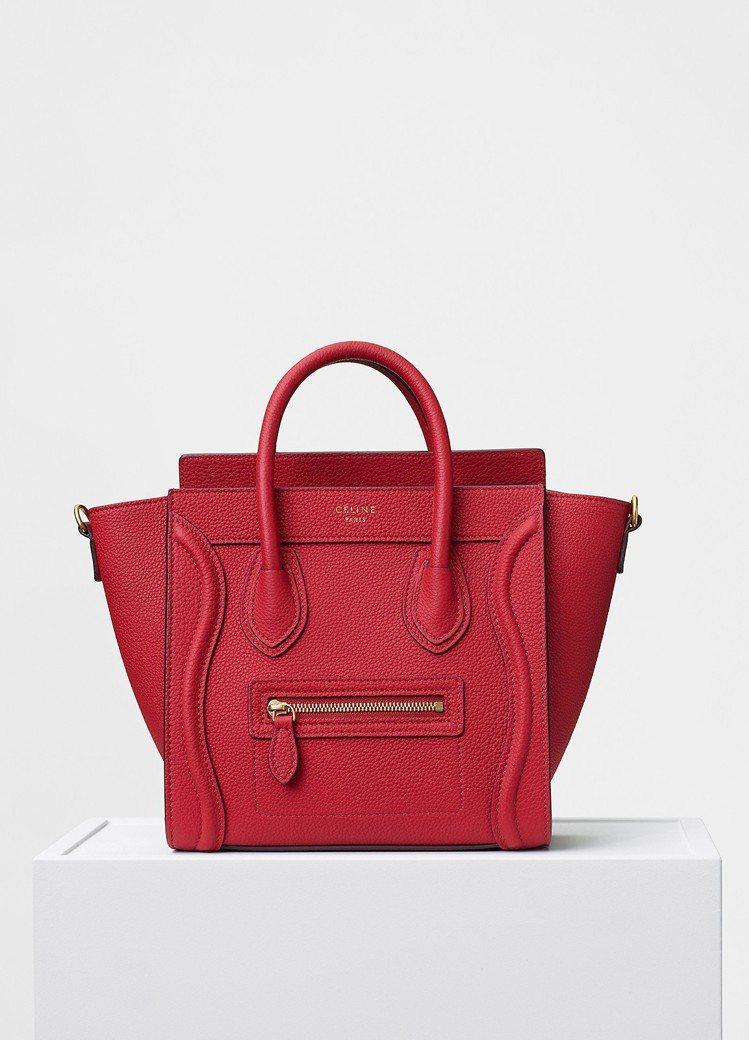 Luggage Nano正紅色小牛皮肩背提包,售價81,000元。圖/CELIN...