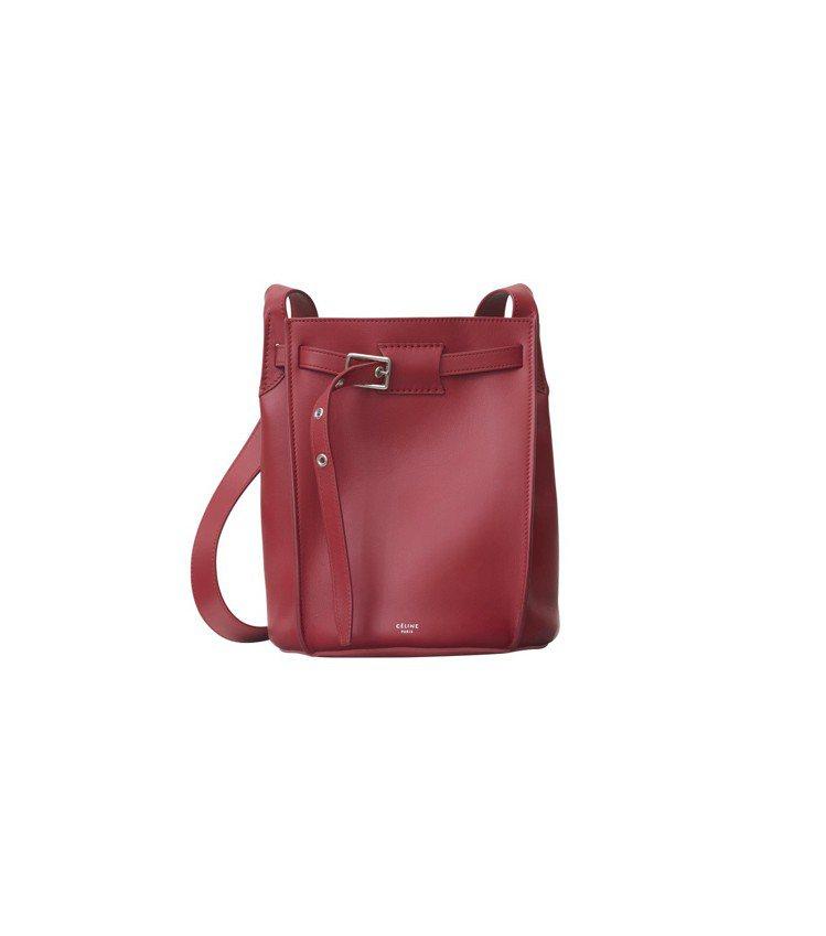 Big Bag Bucket胭脂紅小牛皮肩背包,售價72,000元。圖/CELI...